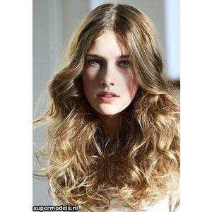 Saçlarınızı maşa veya bigudiyle sararak aynı etkiyi yaratabilirsiniz.